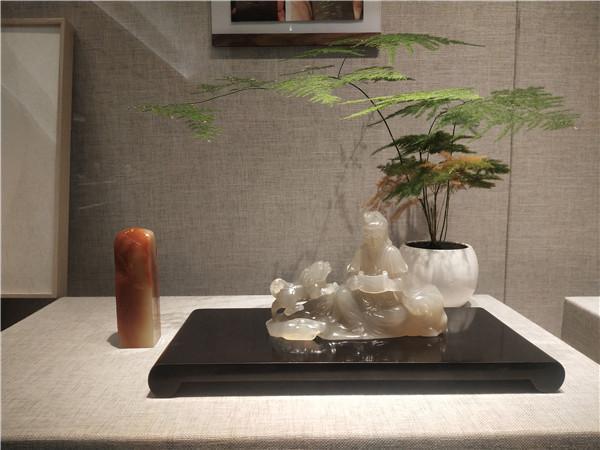 蒋巧琴展出磨光作品。东南网记者 张立庆 摄